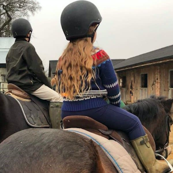 HARPER BECKHAM – BURBERRY GIRLS BILLIE KNITTED SWEATER HORSEBACK RIDING