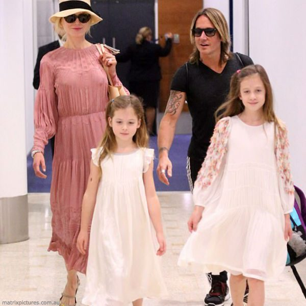 KEITH URBAN, NICOLE KIDMAN & DAUGHTERS SUNDAY ROSE & FAITH CHLOE WHITE DRESSES