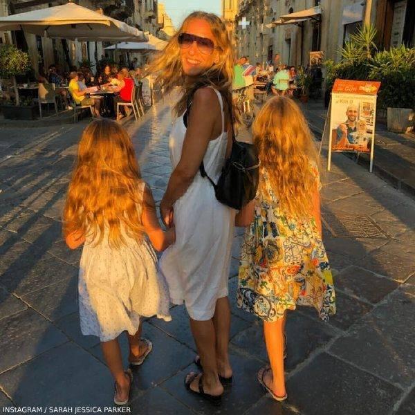 SARAH JESSICA PARKER & DAUGHTERS TABITHA & MARION – DOLCE GABBANA MAJOLICA PRINT DRESSES
