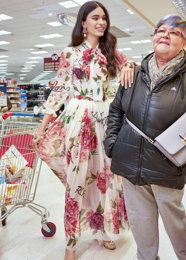 6d9a688575 Jennifer Lopez's Daughter Emme - Dolce Gabbana Girls Rosetto Floral Silk  Mini Me Dress