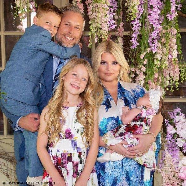 Jessica Simpson Family Easter 2019 Dolce Gabbana Girls Mini Me Flower Mix Dress