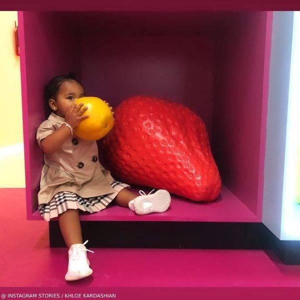 True Thompson Khloe Kardashian Daughter Burberry Beige Coat Fruit Museum