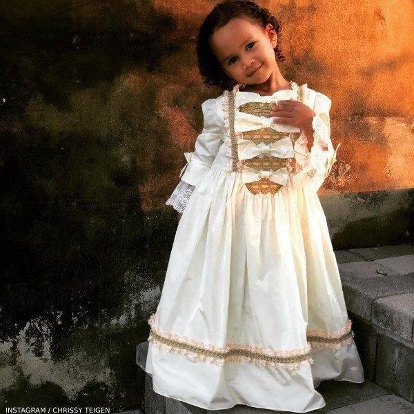 Chrissy Teigen Daughter Luna Stephens - Gucci Girls Ivory Silk Taffeta Renaissance Dress