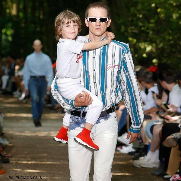 Balenciaga Kids Grey Logo T-shirt White Joogers Red Speed Sock Shoes