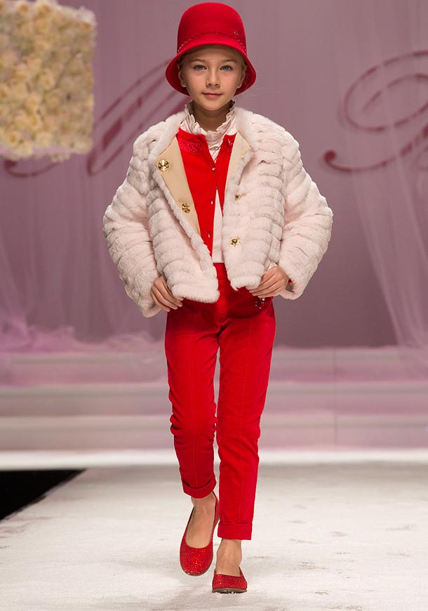 MISS BLUMARINE girl white fur coat fall winter 2014