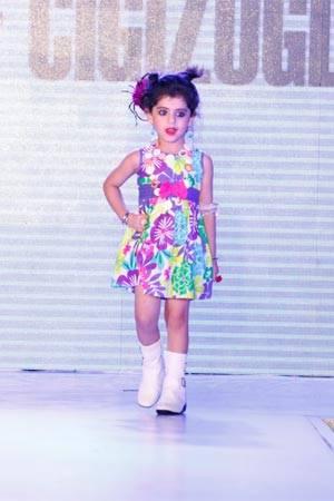 A model Tanvi Walking in Elif Cigizoglu attire