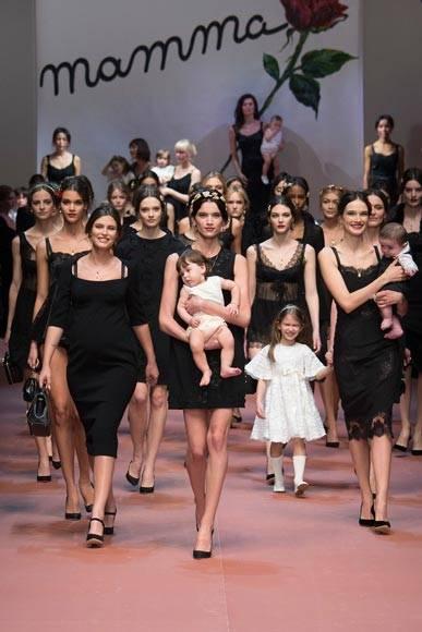dolce-and-gabbana-winter-2016-mamma-fashion-show
