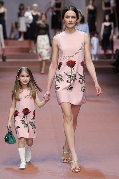 dolce-and-gabbana-winter-2016-mommy-and-me-pink-flower-dress