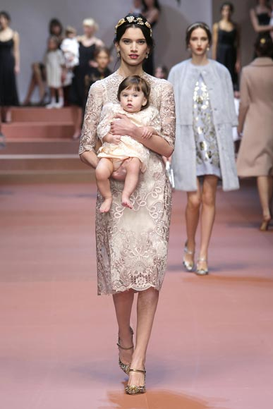 dolce-and-gabbana-winter-2016-woman-and-baby-white-lace-dress