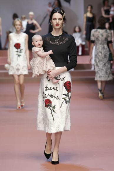 dolce-and-gabbana-winter-2016-woman-baby-flower-dress