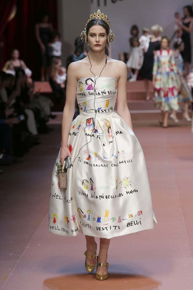 dolce-and-gabbana-winter-2016-women-children-illustrated-dress