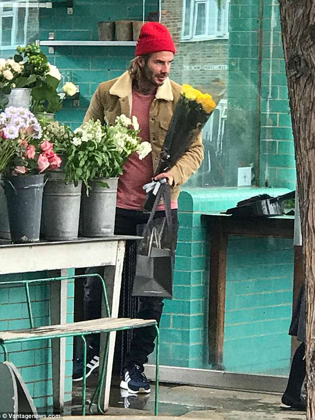 DAVID Beckham Buys harper flowers sept 17 2017